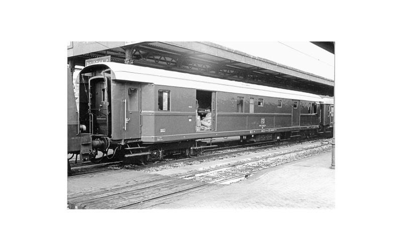 Post-/Gepäckwagen 49 grau der FS, Ep. IV, DC, Spur H0