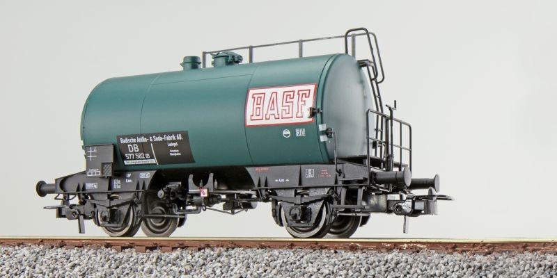 Kesselwagen, Deutz, BASF 577 682, grün, DB, Ep III, DC, H0