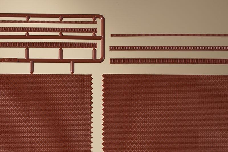 Ziegelmauern mit Zahnfriesvarianten rot, 2 Stück, Spur H0