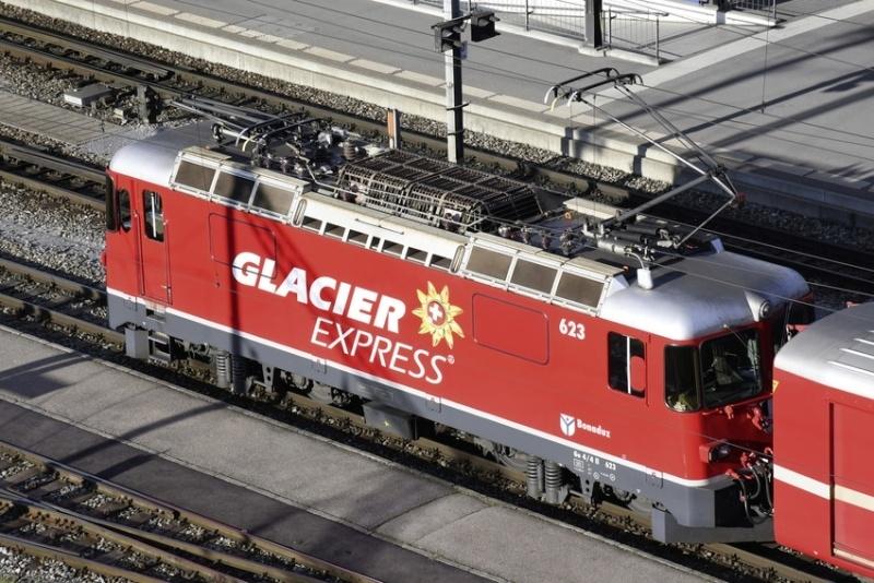 Ge 4/4 II Glacier Express #623 RhB Werbelok, DC, Spur N