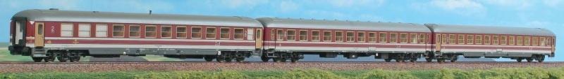 Büfettwagen BRbumh 282 der DB, grün/rot, DC, Spur H0