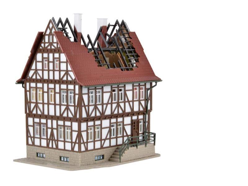 Brennendes Haus, Bausatz, Spur H0