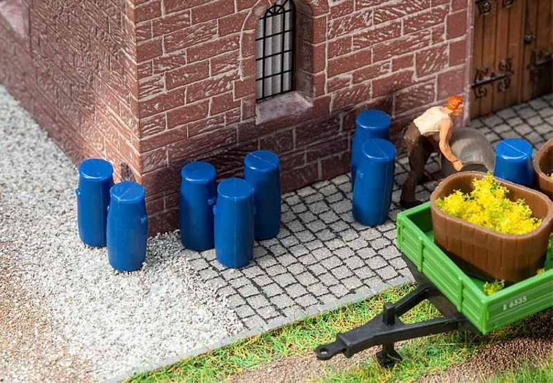 9 Plastikfässer Bausatz H0