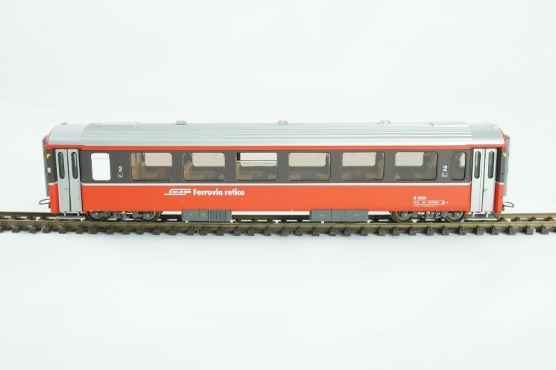 Einheitswagen III B 2461 rot/braun der RhB, Spur H0m