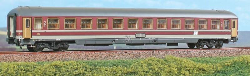 Personenwagen Typ UIC-X, 2.Kl. der FS, beige, DC, Spur H0