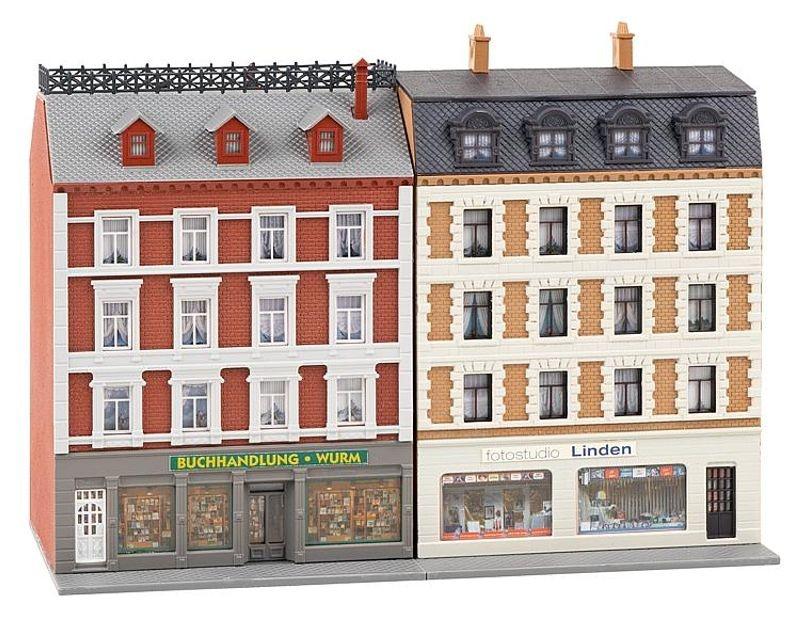 2 sanierte Stadthäuser mit Ladengeschäften Bausatz, Spur N