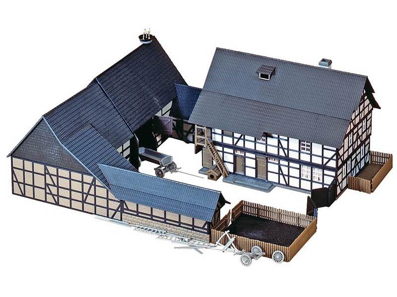 Dreiseit-Hof Bausatz H0