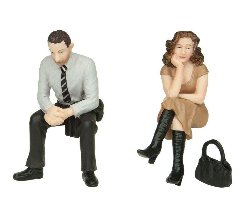 Mann und Frau sitzend, Figuren, Spur G