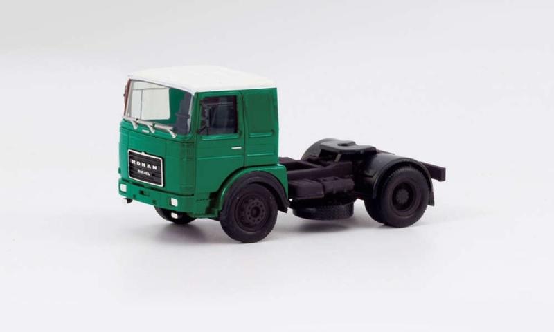 Roman Diesel 4x2 Zugmaschine, dunkelgrün/weiß, 1:87 / H0