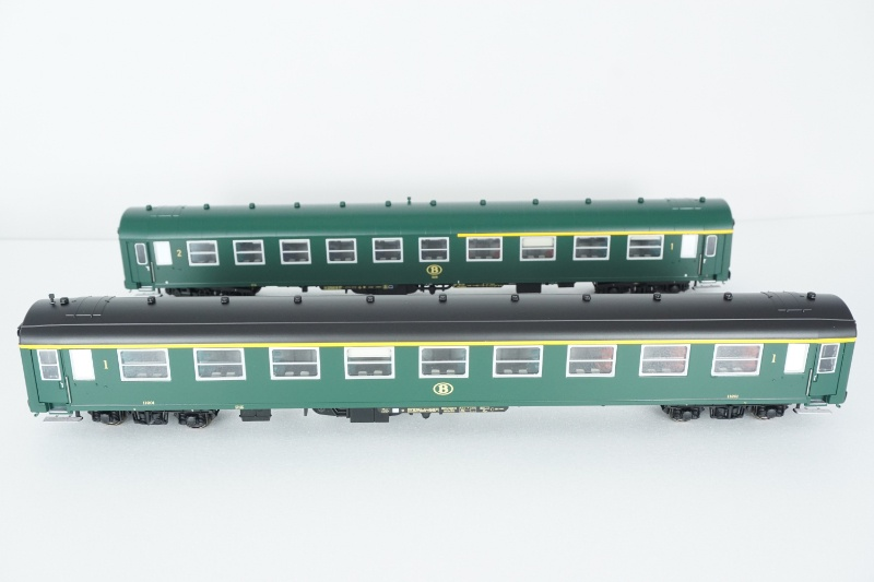 2tlg. Wagenset I4 A4B6 + A9 grün der SNCB, Ep. IVa, Spur H0