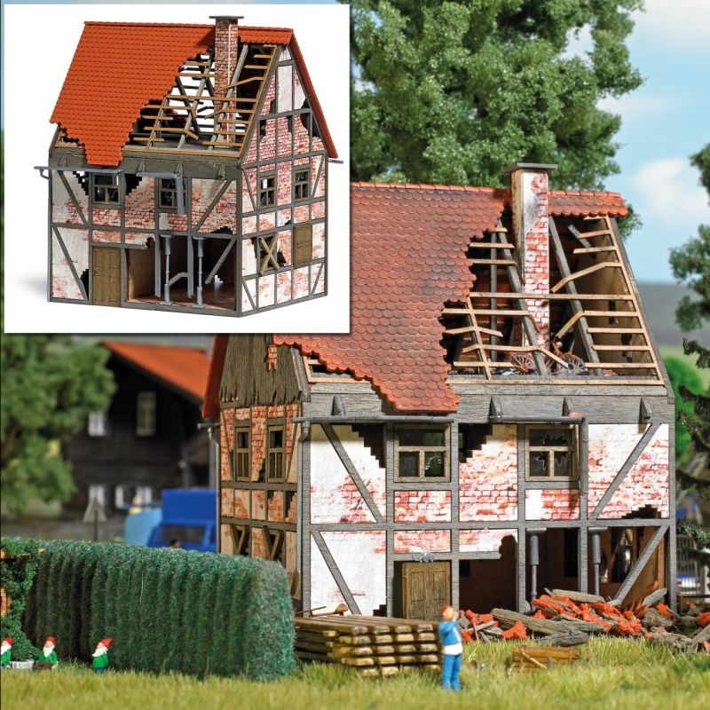 Verfallenes Fachwerkhaus Bausatz, Spur H0