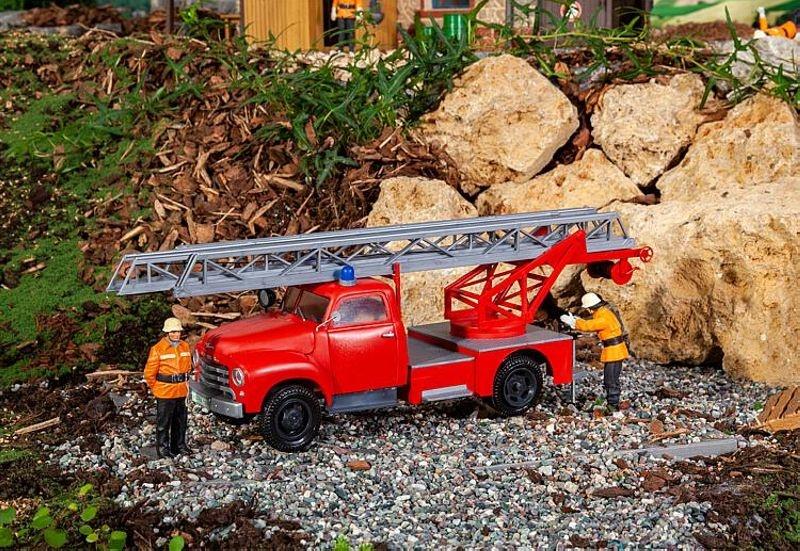 Feuerwehrfahrzeug Opel Blitz mit Drehleiter, Spur G