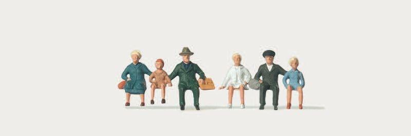 Reisende, sitzend (Dreiergruppen) Figuren 1:120 / Spur TT