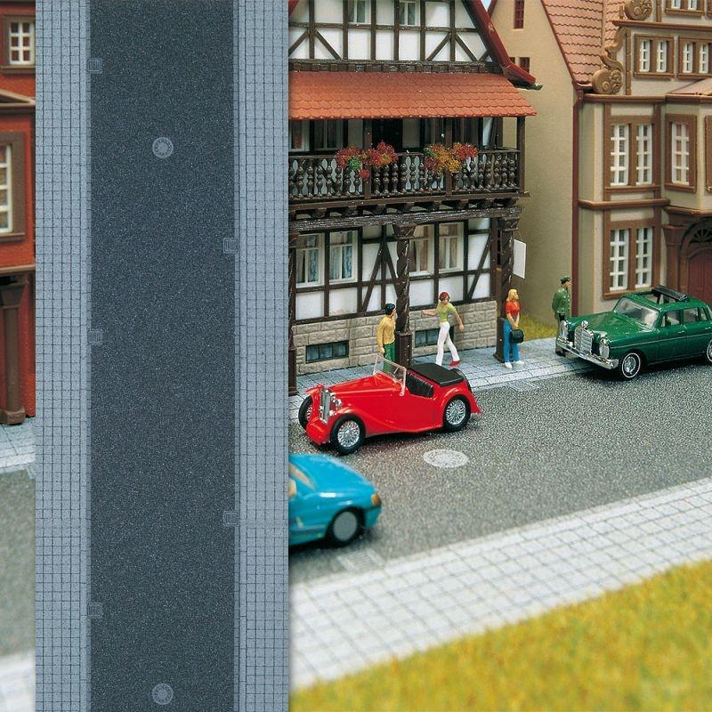 Stadtstraße mit Gehweg, Spur N