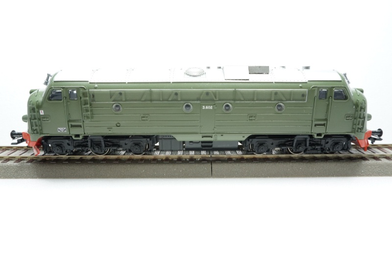 Diesellokomotive NOHAB Di3 der NSB grün, Epoche V, Spur H0