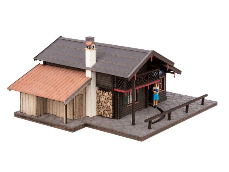 Christl-Hütte mit micro-motion Steuerung und Figur, H0