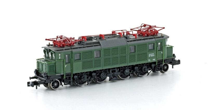 E-Lok E117 122-2 der DB, Ep. IV, chromoxidgrün, DC, Spur N