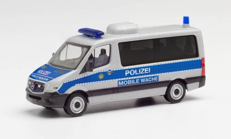 MB Sprinter `13 Flachdach Bus Polizei Berlin, 1:87 / H0