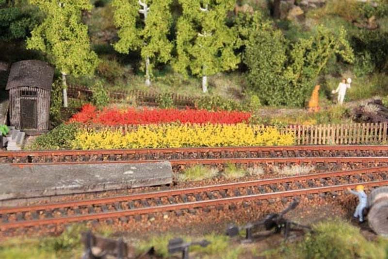 8 Grasstreifen gelb/rot, 100 mm lang, 10 mm hoch