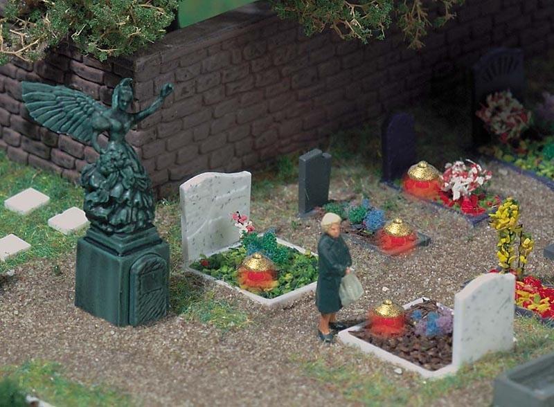 4 Gräber mit Grableuchten, Spur H0