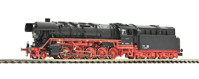 Dampflokomotive BR 44.0 mit Öltender DR, Spur N