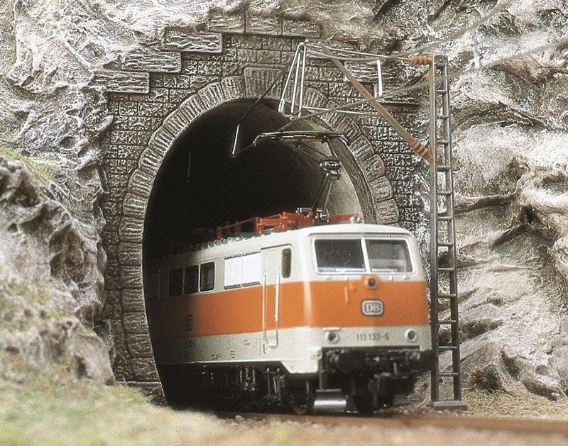 Zwei E-Lok-Portale, Spur N