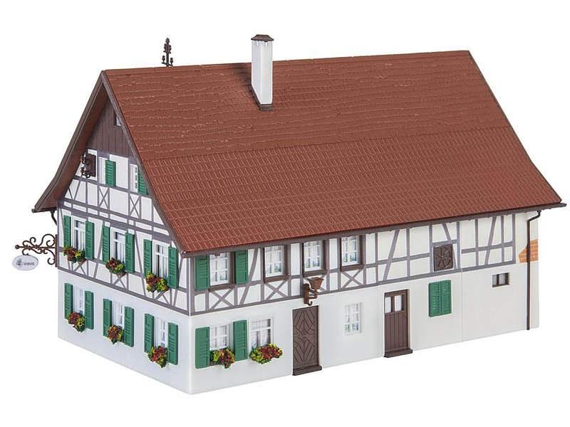 Bauernhaus mit Wirtschaft Bausatz H0