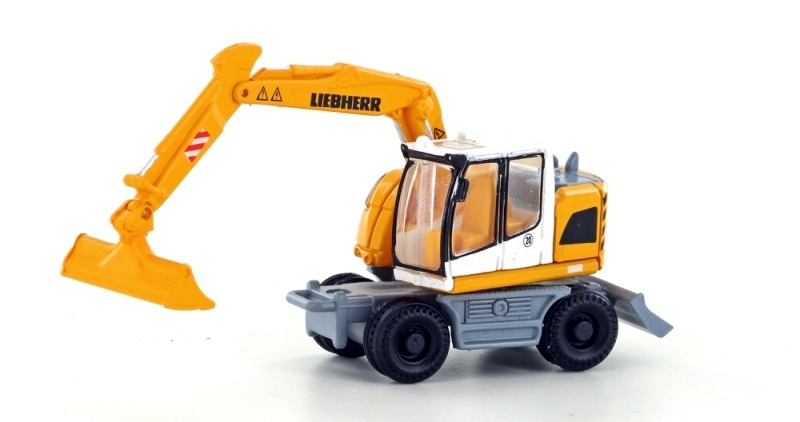 Liebherr Compact Bagger mit Böschungsschaufel, Spur N