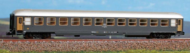 Italienischer Reisezugwagen Typ X 2 K. der FS, DC, Spur N