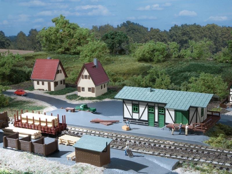 Güterschuppen mit Ladestraße, Bausatz, Spur N
