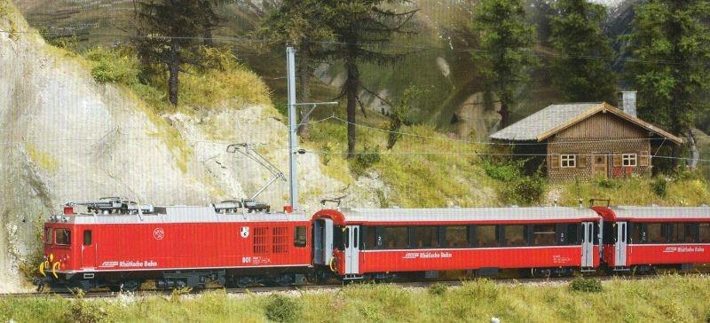 Zugpackung Berninabahn mit Zweikraftlok der RhB, Spur H0m