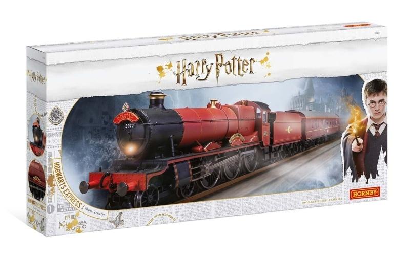 Hogwarts Express Startset mit Lok, 2 Wagen und Gleise