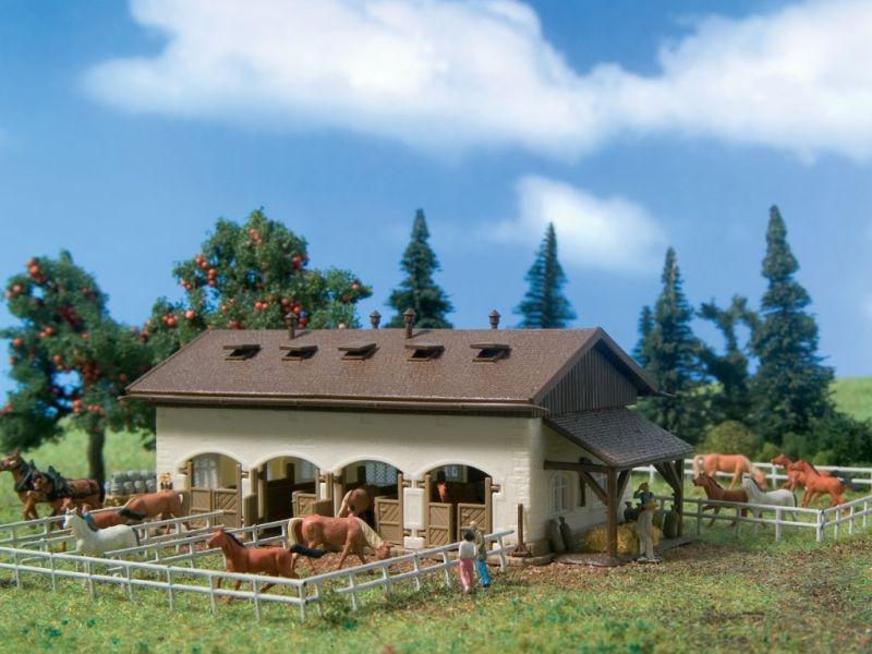 Pferdestall mit Pferden, Bausatz, Spur N
