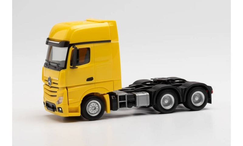 MB Actros Gigaspace 6x4 Zugmaschine, gelb, 1:87 / Spur H0