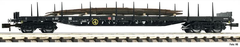 Rungenwagen mit Stahlplatten beladen der DB AG, DC, Spur N