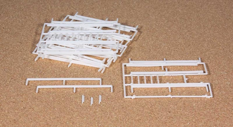 Leitplanken 5 Spritzlinge mit Begrenzungspfähle, ca. 3 m, H0