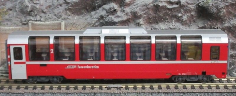 Panoramawagen Bernina Express Bp 2522 der RhB, DC, Spur H0