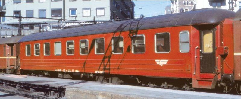 Topline Personenwagen B4 25957 Rot/Schwarz,Gewelltes Dach,H0