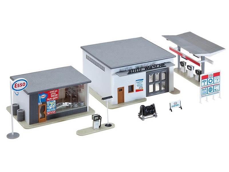 Tankstelle mit Waschhalle Bausatz H0
