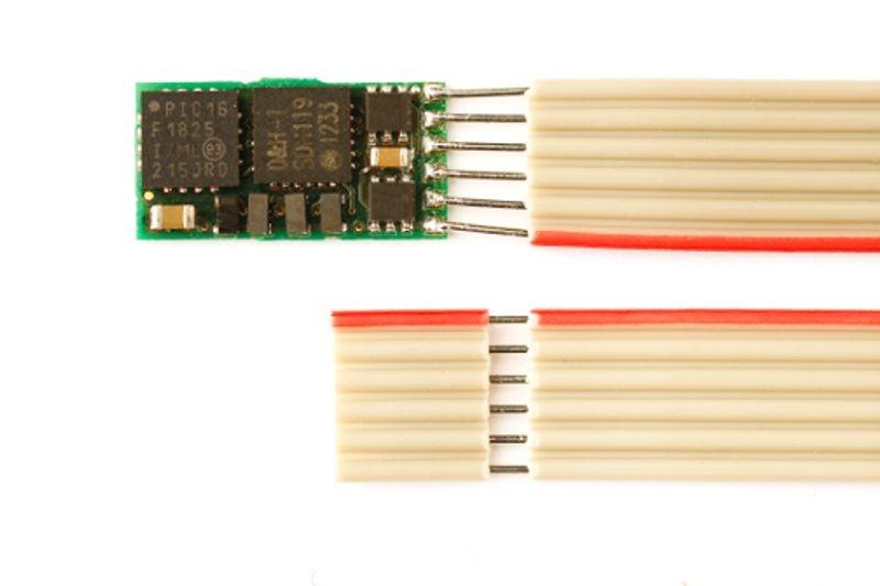Mikro-Lokdecoder DH05C mit Flachbandkabel für NEM 651