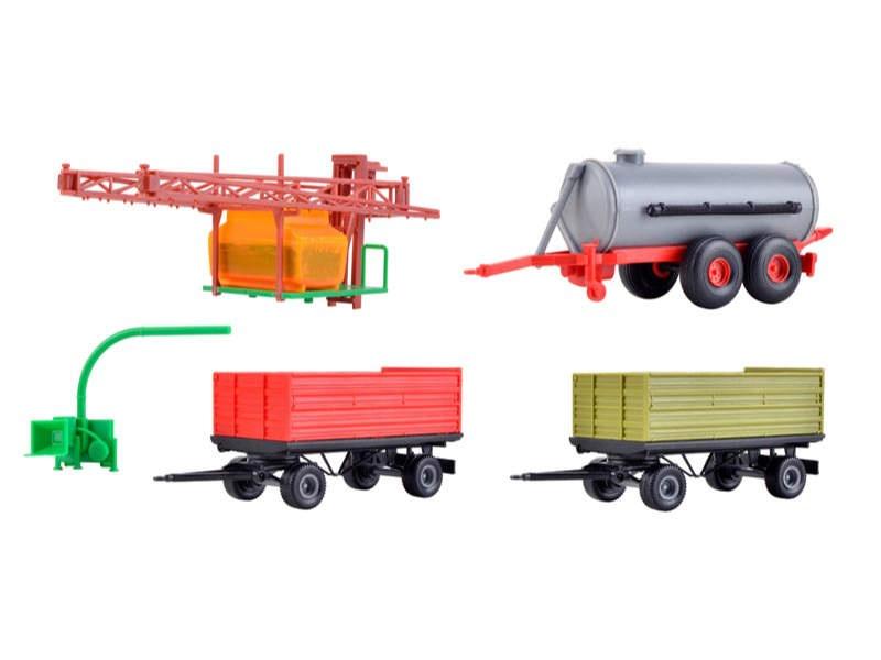 Landwirtschaftliches Set mit 5 Anbaugeräten/Anhängern, H0